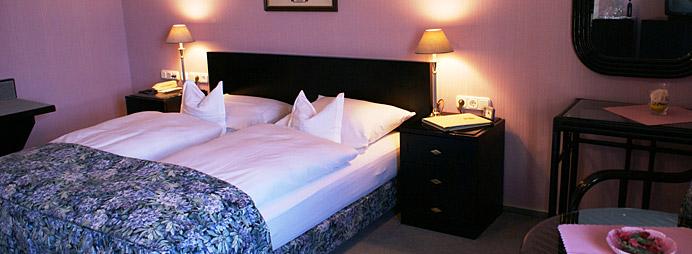 bernachtung zimmerpreise hotel restaurant zum. Black Bedroom Furniture Sets. Home Design Ideas